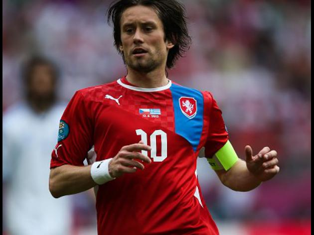 Rosicky faces race to be fit