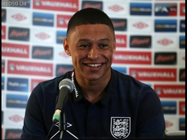 Oxlade-Chamberlain aims to emulate dad