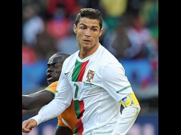 Ronaldo laughs off pressure