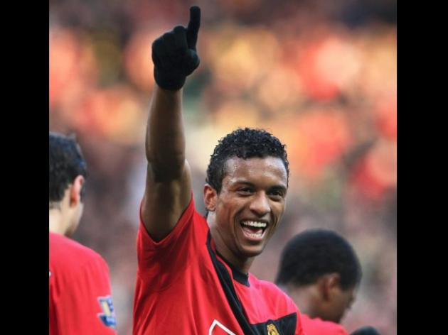 Nani signs new United deal