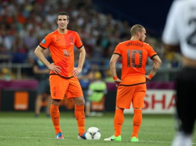 Van Persie dropped from Dutch squad amid worries over his future