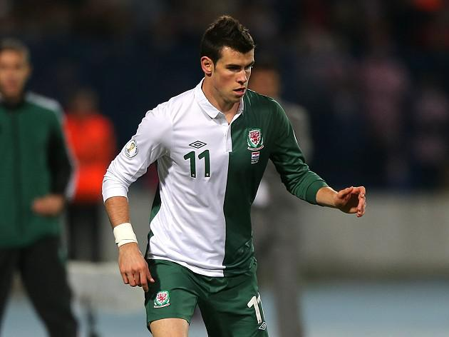 Wales boss Chris Coleman considers striker role for Gareth Bale