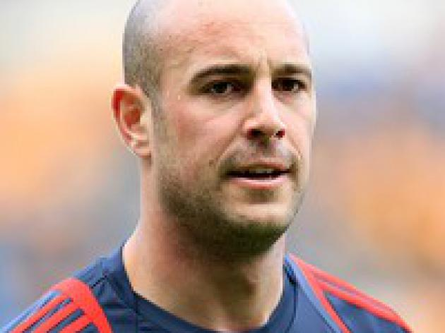 Reina hoping Kuyt is denied