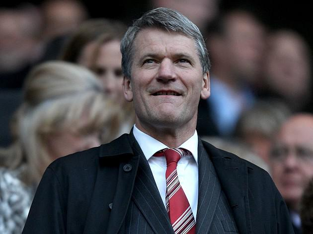 David Gill to step down as Manchester United chief executive
