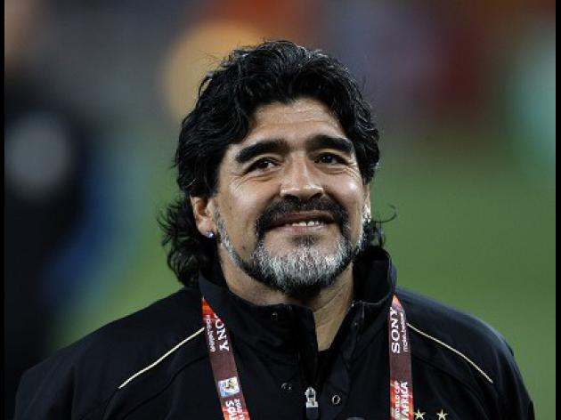 Argentina offer Maradona new contract