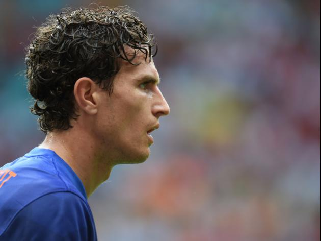 Daryl Janmaat arrives in North-East ahead of 5m move to Newcastle United