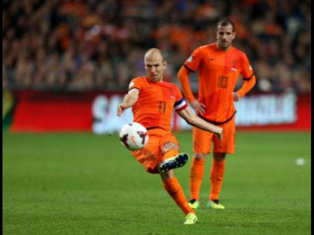 Spains Martinez wary of Bayern teammate Robben