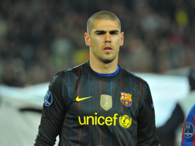 Barcelonas Valdes declared fit to play