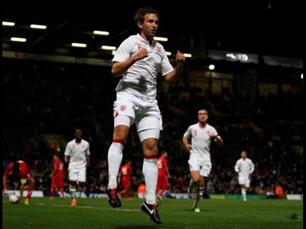 Dawson penalty gives England narrow lead