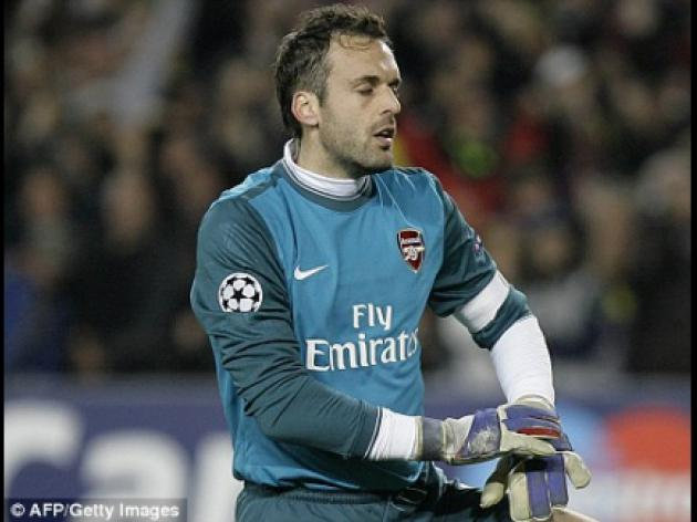 Manuel Almunia: Arsene Wenger trusts in youth future