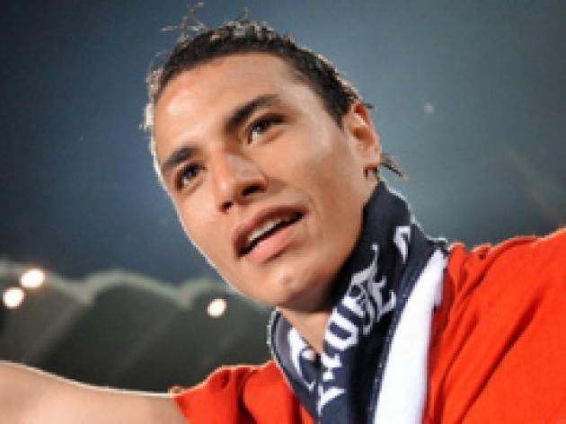 Chamakh confirmed as Arsenal addition