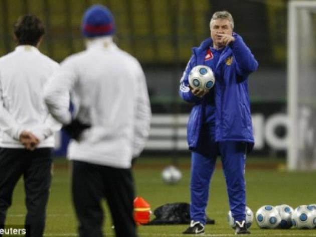 Hiddink tug of war: Bayern set to thwart Chelsea by swapping Van Gaal for Guus