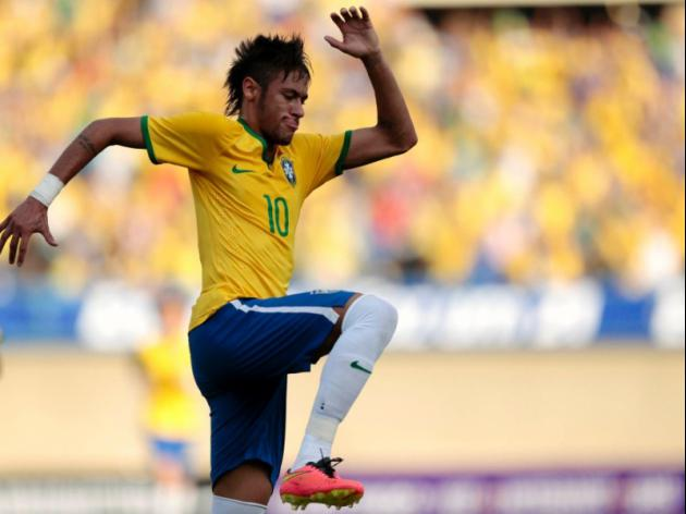Brazil pin-up Neymar mobbed in Japan