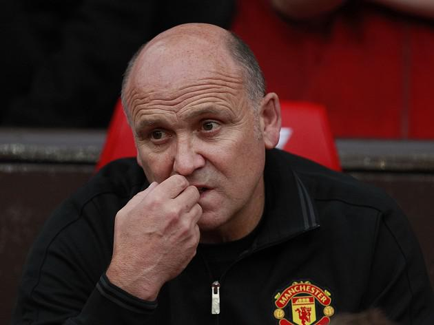 Moyes shows door to Phelan