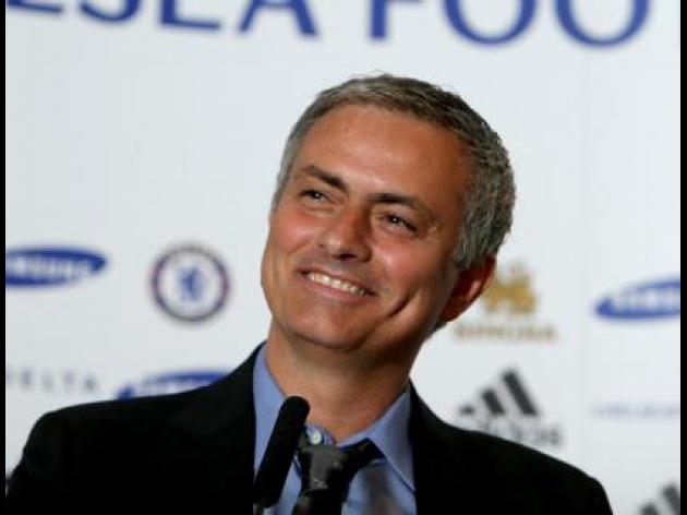 Mourinho backs Moyes to succeed