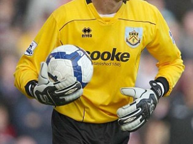 Burnley goalkeeper Diego Penny looks to cash in against Hull City