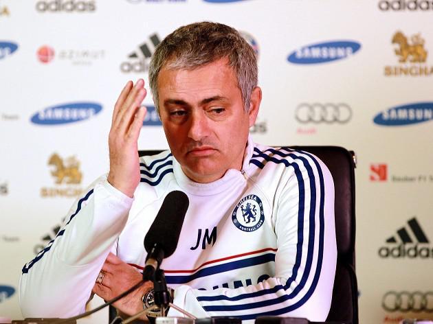 Mourinho mocks United link