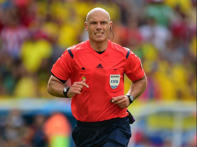 Howard Webb announces retirement