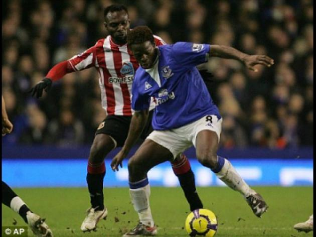 Everton striker Saha closes door on Arsenal move as he signs new contract