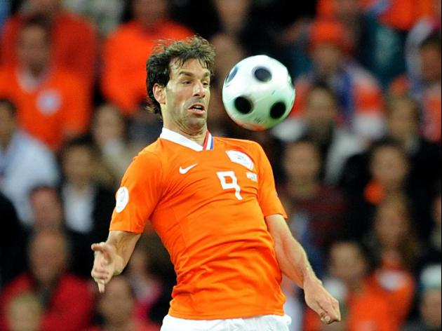 Former Utd legend Van Nistelrooy joins Dutch set-up