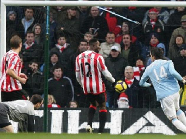 Manchester City 4 Sunderland 3: Hughes set to be replaced by Mancini despite thrilling victory