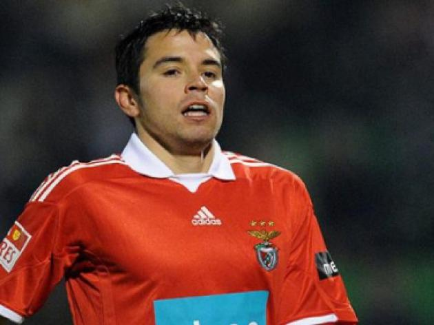 Saviola extends Benfica contract
