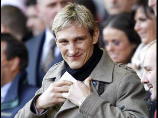 Sami Hyypia says, 'Give Moyes time'