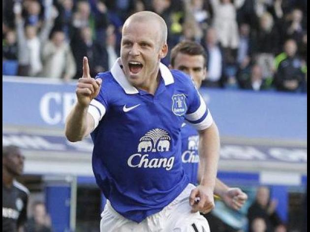 Evertons Naismith gives tickets to homeless