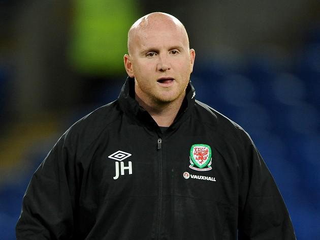 Hartson steps down from Wales role