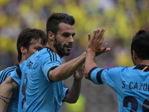 Negredo, Cazorla strikes see Spain past Ecuador