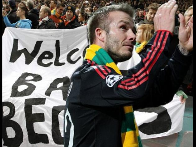 United fans urge Schmeichel and Cantona to join green and gold protest