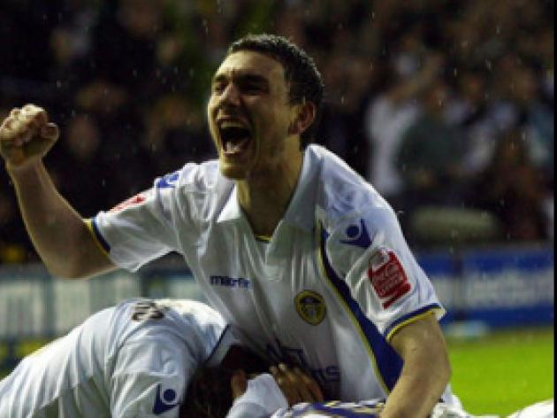 Super Snoddy strike sinks Saints