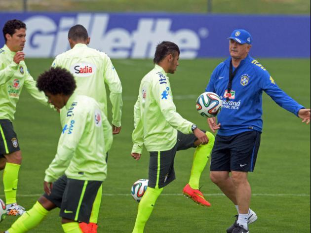Scolari tells Brazil 'sharpen up'