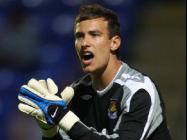 Cherries sign up Hammers stopper