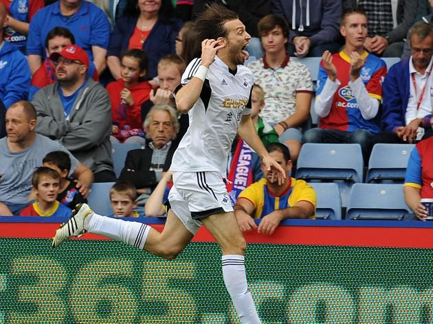 Swans ease past Palace
