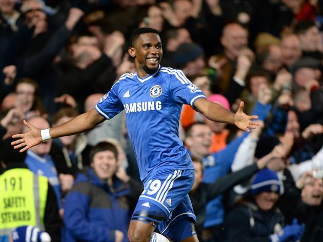 Eto'o hat-trick adds to Moyes' woes