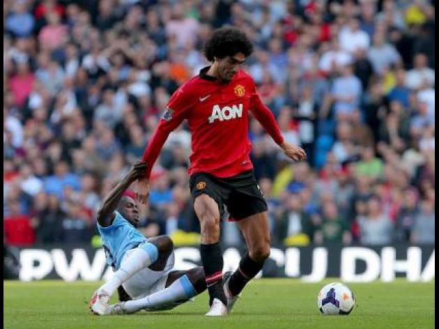Fellaini tries out wrist splint