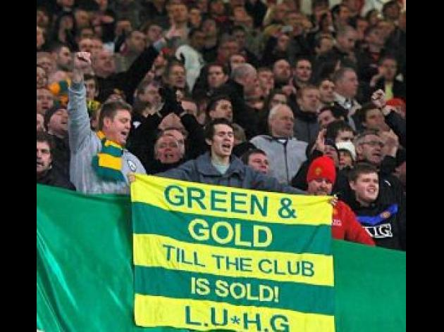 Green and gold United protest gathers momentum