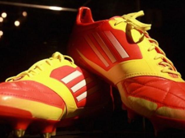Lionel Messi presents adidas F50 adiZero micoach boot