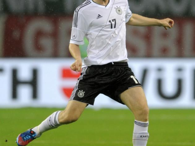 German defenders inspired by Mertesacker