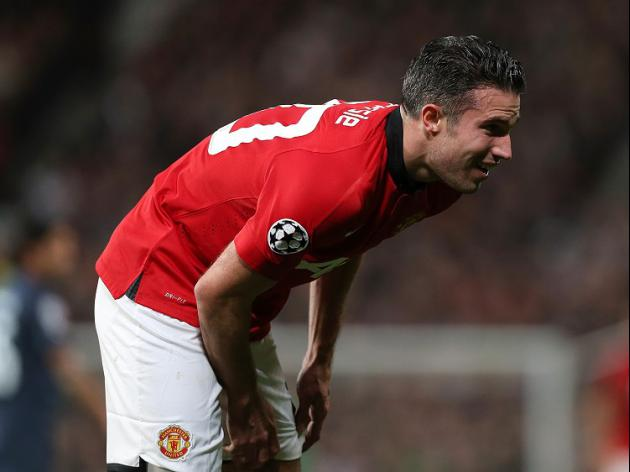 Van Persie injury hits United hopes