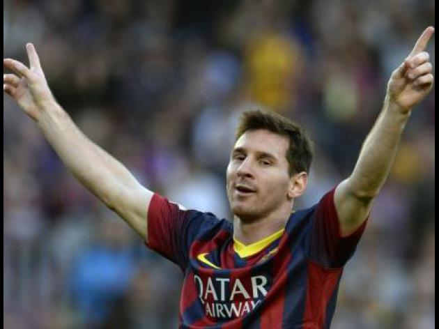 Messi penalty edges Catalan derby, moves Barca top