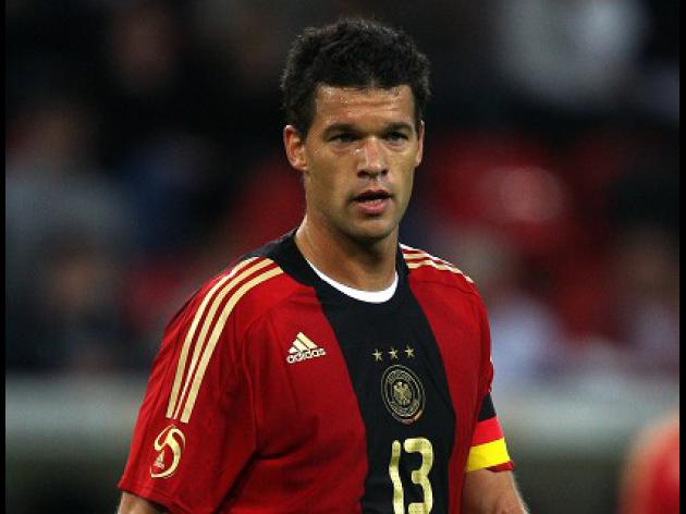 Ballack's early strike gives Bayern victory