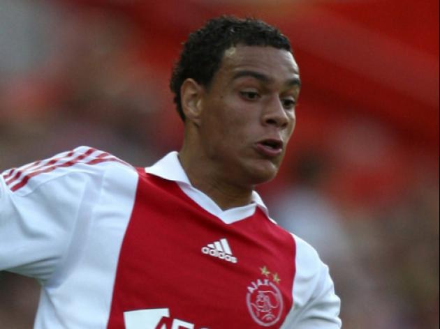 Valencia swoop for Ajax defender van der Wiel