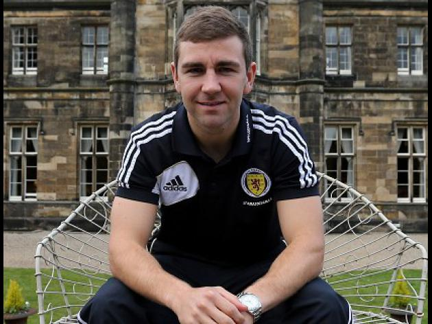 McArthur urges SFA to keep Levein
