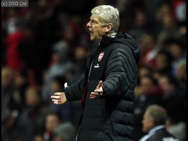 Arsene Wenger looks for early Christmas present