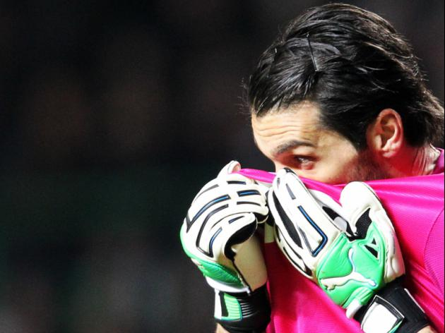 Prandelli defends Buffon as keeper splits from wife