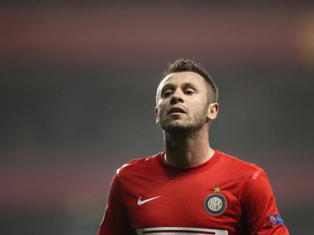 Inters Cassano breaks hand