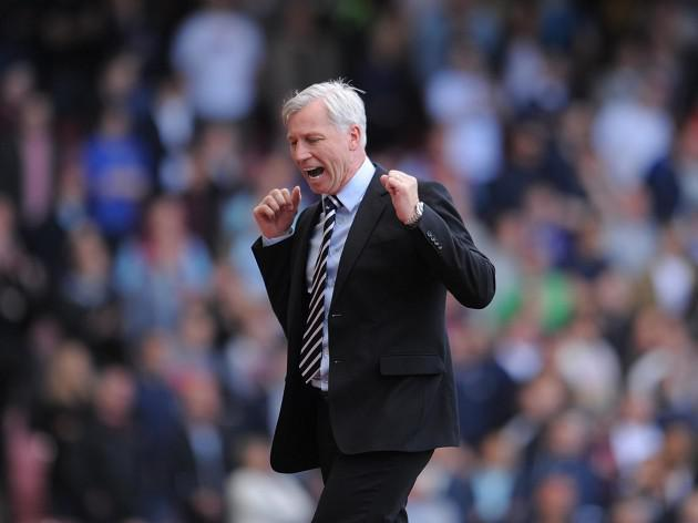 Pardew unhappy with officials after West Ham draw