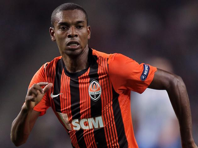 Brazilian midfielder Fernandinho tweets Manchester City wish